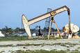 Giá xăng dầu hôm nay 22/10: Dầu tiếp tục giảm do hàng tồn kho tăng cao