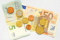 Tỷ giá euro hôm nay 27/2: Một số ngân hàng không đổi trong ngày cuối tuần
