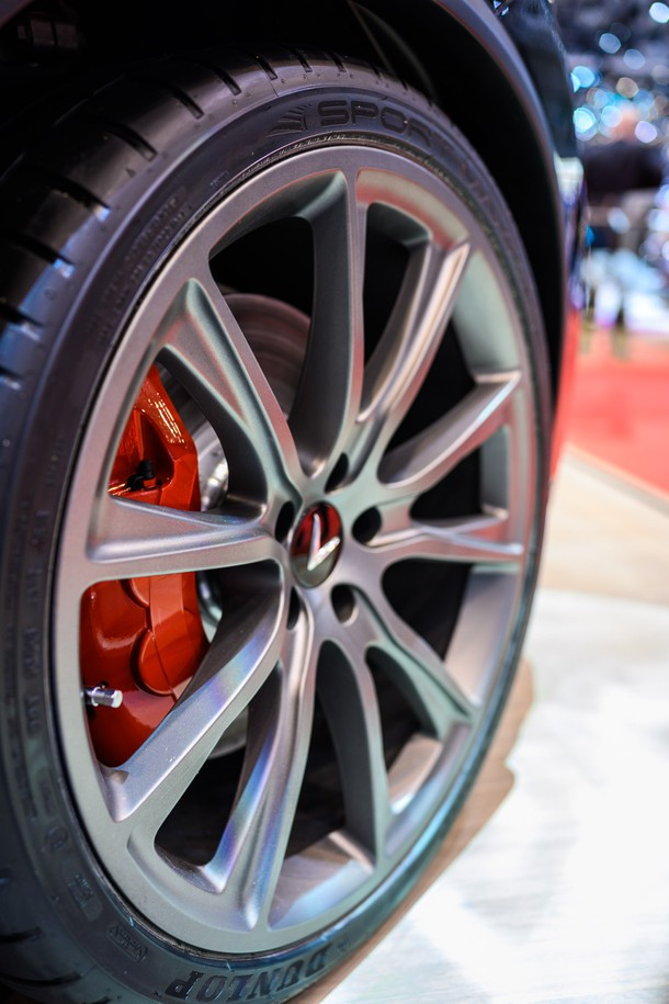 Soi từng chi tiết chiếc VinFast phiên bản đặc biệt, thiết kế hầm hố, động cơ V8 mạnh mẽ - Ảnh 5.