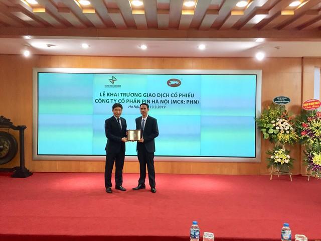 Cổ phiếu Pin Hà Nội tăng kịch trần ngày đầu lên HNX - Ảnh 1.