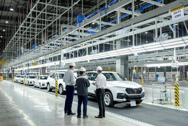 VinFast bắt đầu đưa 155 xe đi thử nghiệm tại 14 nước - Ảnh 1.