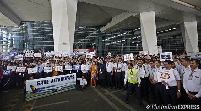 Ấn Độ: 1.100 phi công của Jet Airways quyết định không bay từ thứ Hai - Ảnh 1.