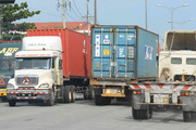 Doanh nghiệp vận tải bức xúc về phí, hàng quá tải