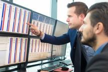 Dòng tiền thông minh (24/3): Khối ngoại và tự doanh CTCK 'gom' hơn 750 tỉ đồng trong phiên khởi sắc cuối tuần