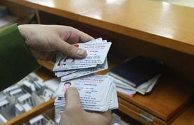Đề xuất tạm dừng tuyên truyền người dân đổi CMND sang thẻ căn cước có mã vạch