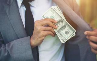 Dòng tiền thông minh (14/3): Khối tự doanh CTCK trở lại bán ròng trong phiên thanh khoản đạt gần 6.500 tỉ đồng