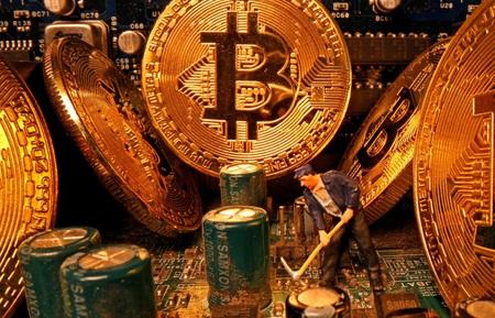 Bitcoin tăng giá vì nó cạnh tranh tốt hơn vàng như một loại tiền tệ thay thế